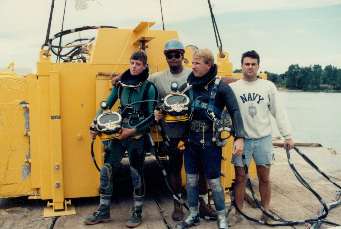 http://www.mesco-offshore.com/temp/pictures/commercial-diving-companies/00habitatteam.jpg